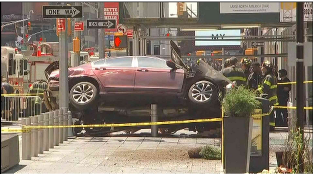 1 dead, 22 injured in Times Square car incident, driver in custody